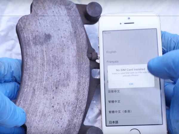 土豪鄉民測試:把 iPhone 4、5、6 分別拿來當保時捷的煞車來令片?