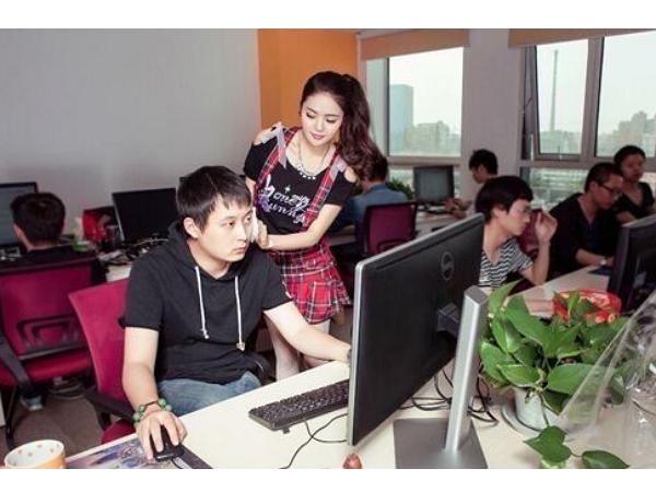 中國網路公司聘請三名「女鼓勵師」來激勵程式師,網友:直接加薪鼓勵更大