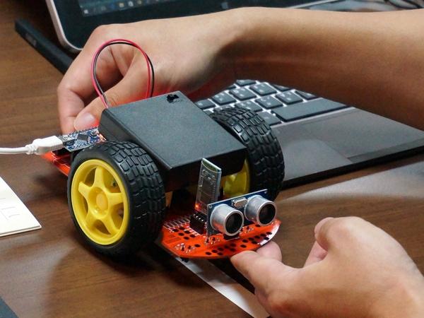 【Maker Club】動手組裝,連國中生都能玩的小阿丟輪型機器人