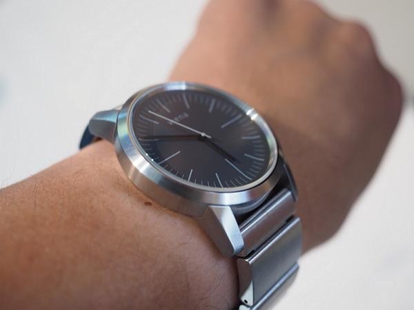 Sony募資達標400%的Wena智慧手錶,支援行動支付、續航力5年