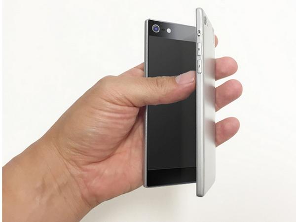 有趣但不見得實用,翻蓋式雙螢幕手機