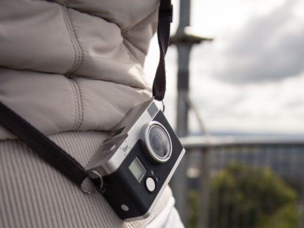 裝上它,GoPro 變成復古旁軸相機,還可以用光學觀景窗構圖
