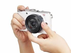 Samsung NX100 EVIL相機:瘦身成功鏡頭變聰明