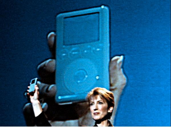 前惠普 CEO 把賈伯斯說成她的知己,被記者吐槽當年他用一台過期的iPod來整她