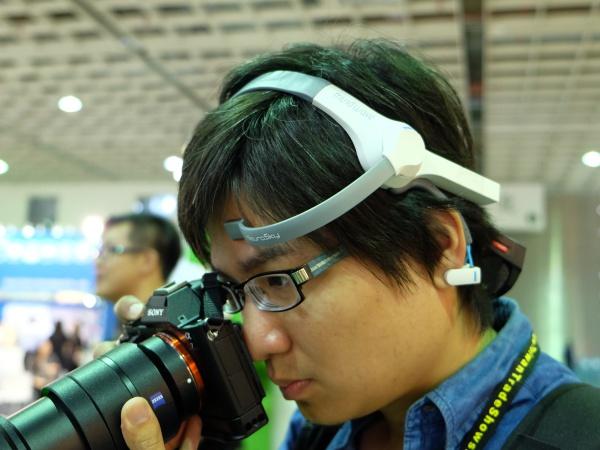 台北國際科技展好好玩:思考就能跑,用腦波控制玩具車考驗你的專注程度