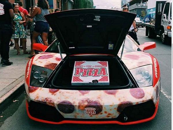 極速披薩外送!美國業者用超跑送Pizza,藍寶堅尼「小牛」HOT到家