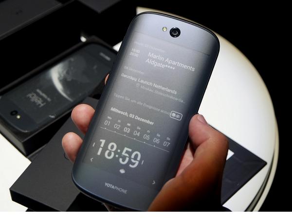 被普丁視為國寶的戰鬥民族版iPhone:YotaPhone,也要成為中國手機了