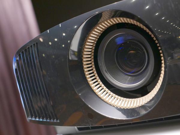 HDR加持,Sony推出原生4K投影機 VPL-VW520ES,售價32萬9千元