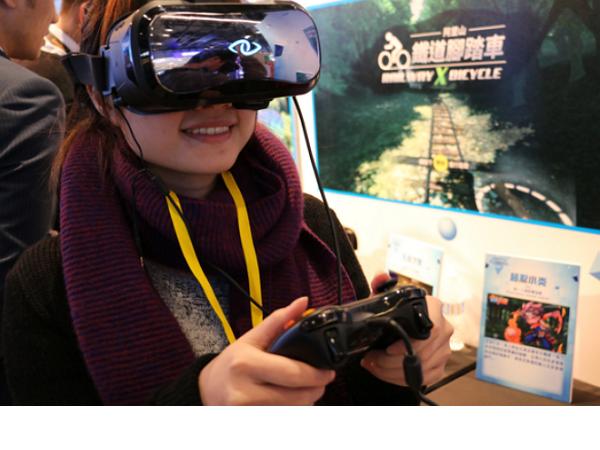 我們實戴試玩了 3Glasses「D2開拓者版」,一款12,888元的VR顯示器