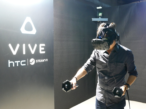 HTC Vive 虛擬實境體驗全攻略懶人包:排隊要排多久?要選哪一種體驗內容?