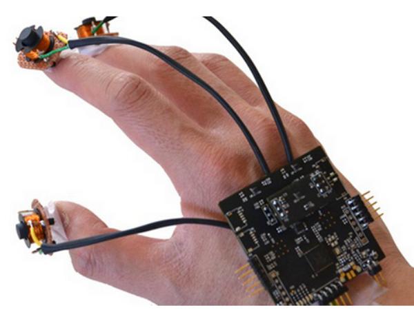 有了它,你只用雙手就能體驗 VR 遊戲的樂趣