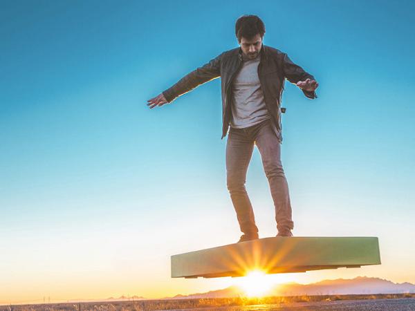 真的懸浮滑板誕生了,免在地板下埋磁鐵也能浮在空中!