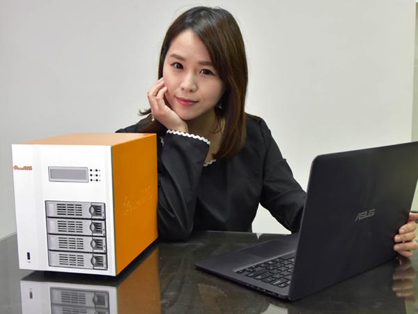 ITE2 PowerNAS PN-401 上手超簡單!小資女孩也能彈指間打造公司私有雲!