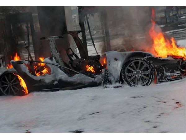 特斯拉也不安全! Model S在挪威充電站時突然意外起火