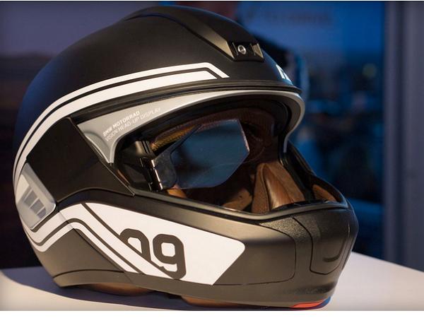 BMW做了個概念安全帽,比照 Google Glass 眼鏡功能進化成抬頭顯示器