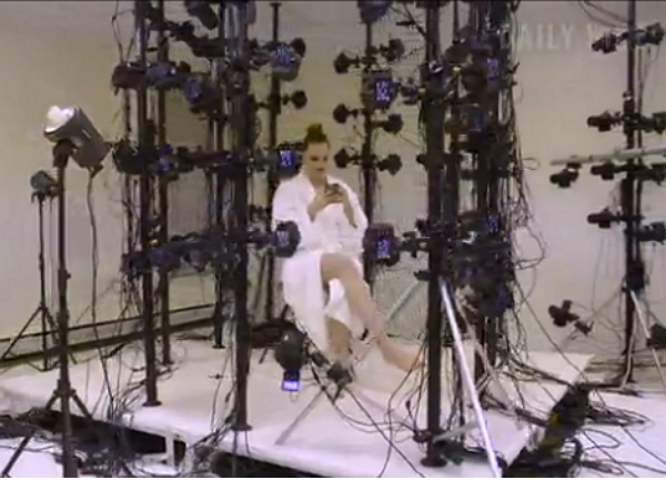 VR時代,色情遊戲要怎麼製作?112台相機對著演員拍攝!