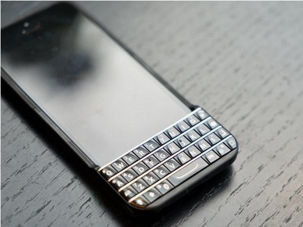 iPhone 5s Typo ,為你的iPhone加上一個實體鍵盤