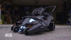 與電影道具公司合作,超強老爸給孩子打造孩童用「蝙蝠車」