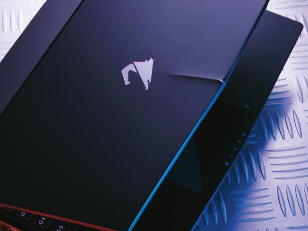 小而強悍的電競筆電-AORUS X3 Plus v5