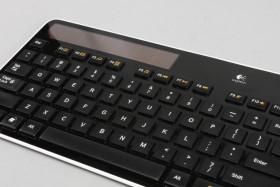 照著燈光打,羅技 K750 太陽能無線鍵盤