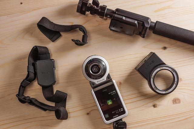 隨心合體更有趣:Casio EX-FR100當自拍機、運動攝影機都行