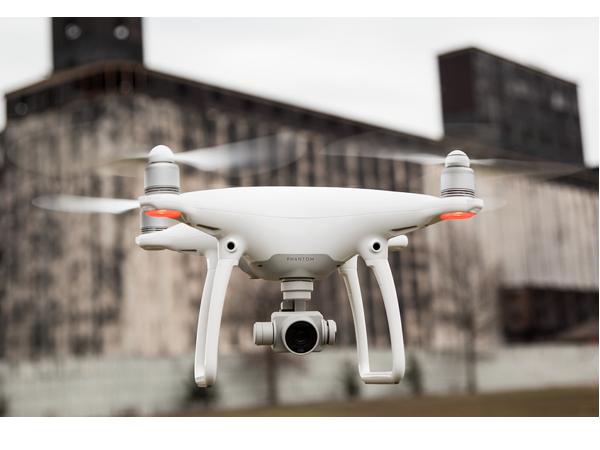 能自動避障、跟隨飛行的DJI Phantom 4 空拍機推出,10大重點搶先看