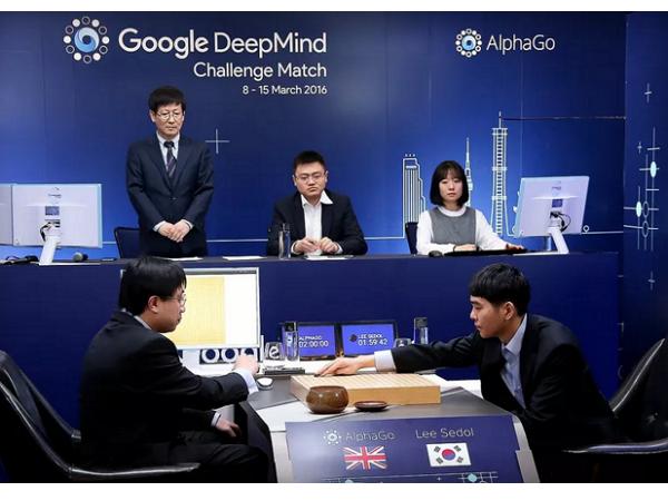 機器人贏了!AlphaGo首戰勝李世石,外媒形容「歷史性的勝利」