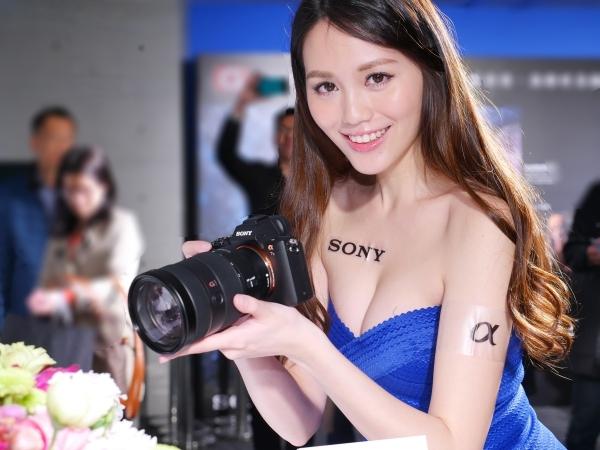 Sony G Master 鏡頭動手試玩:個頭更大、對焦更快,價格也更貴!