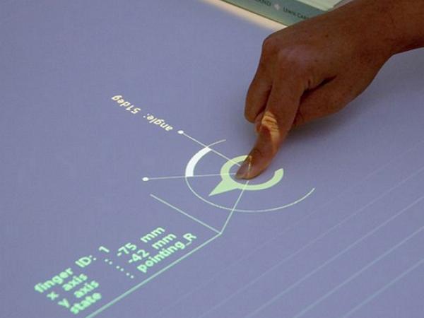 Sony 未來實驗室展出可以將普通桌面變互動桌面的擴增實境桌