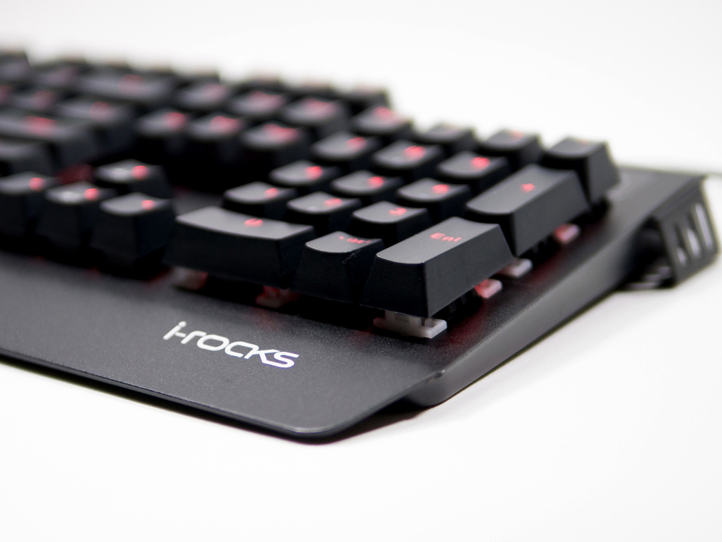 電競功能性與獨特美觀兼具,i-Rocks K60M 青軸機械鍵盤