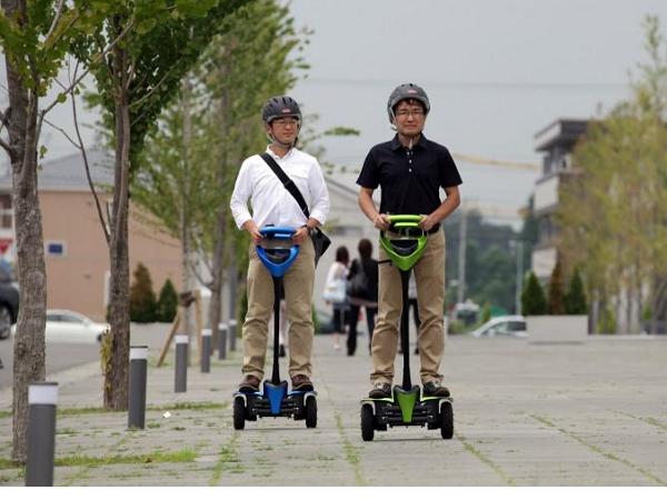 Toyota在東京開放一般民眾試駕雙輪平衡車,體驗者需有機車駕照
