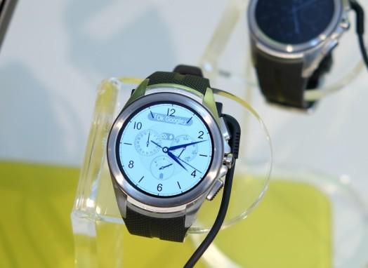 LG Watch Urbane 第二代現身,售價 14,900 元 4/1 中華電信開賣