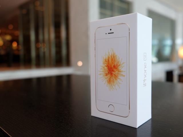 開箱!iPhone SE 來了!你到底該不該買 4 吋的 SE 呢?