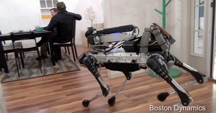 Boston Dynamics 推新型家用機器狗 SpotMini,踩到香蕉皮「犁田」還可自己爬起來!