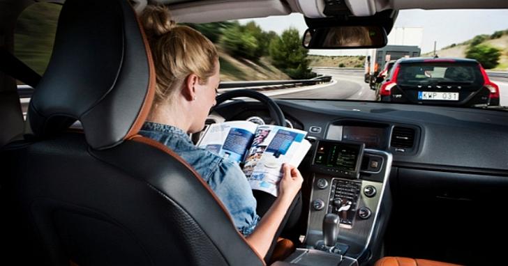 一年後再談無人駕駛汽車的道德困境:危險時保護行人還是保護車主? | T客邦
