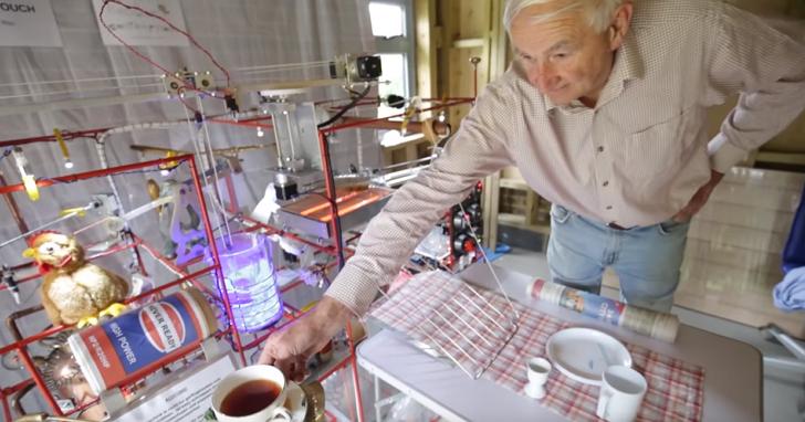 為了老伴的愛!這個英國老爺爺花三個月做了烤麵包、白煮蛋、熱紅茶 早餐一條龍產生器   T客邦