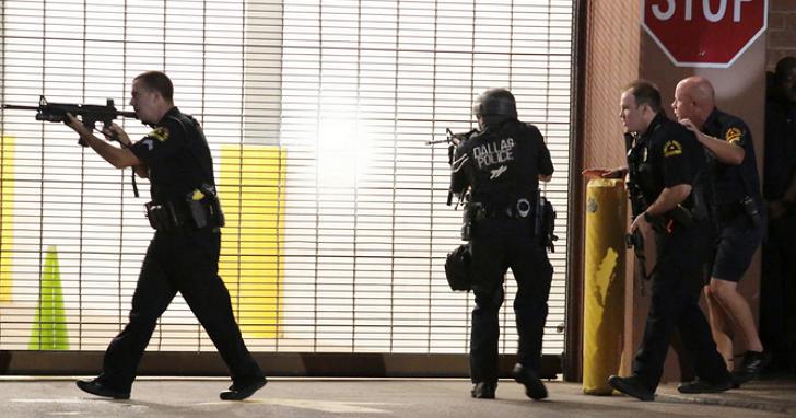 拆彈機器人成致命武器,美國達拉斯警方用拆彈機器人擊斃德州槍擊案犯嫌