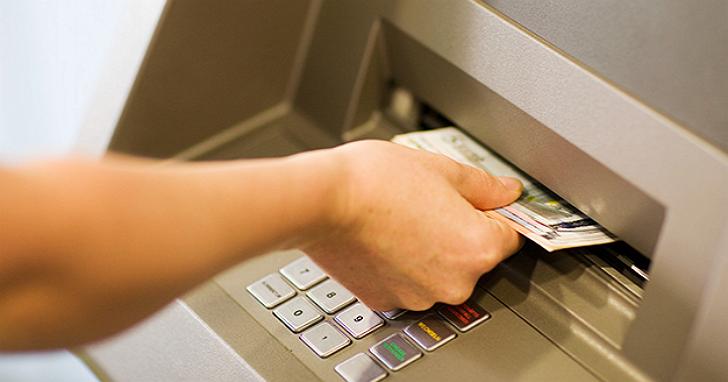 國內史上首例!跨國犯罪集團在未操作ATM情況下,第一銀行 ATM 狂吐鈔盜領七千萬台幣