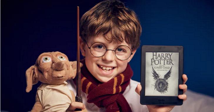 陪伴你19年的《哈利波特》開售第八部,麻瓜們簡直要樂壞了