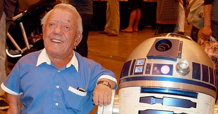 《星際大戰》最著名機器人 R2-D2 的幕後扮演者肯尼·貝克去世,享年81歲