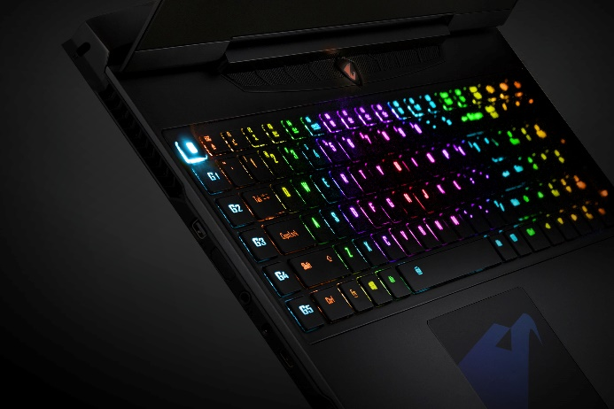 AORUS發表新一代旗艦電競筆電 搭載NVIDIA GeForce GTX 10系列獨顯,效能全面再進化,搭配RGB Fusion單點全彩背光鍵盤