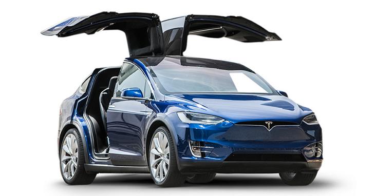 Tesla Model X「鷹翼門」可以用來切黃瓜,你敢放心把手放在車門下嗎?