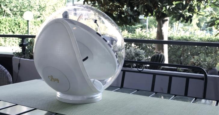 鑿壁借光現代版:免插電太陽能照明設備Lucy,放在屋外將光線帶進房間