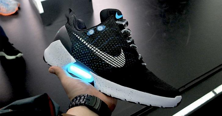 回到未來!NIKE的自動繫鞋帶球鞋將於11月正式量產上市、每兩週需充電一次