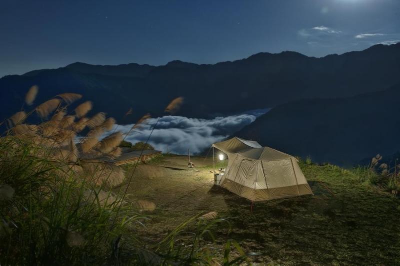 露營正夯!別墅級大空間、30秒快搭帳...台灣戶外用品展 5大露營特色帳篷介紹