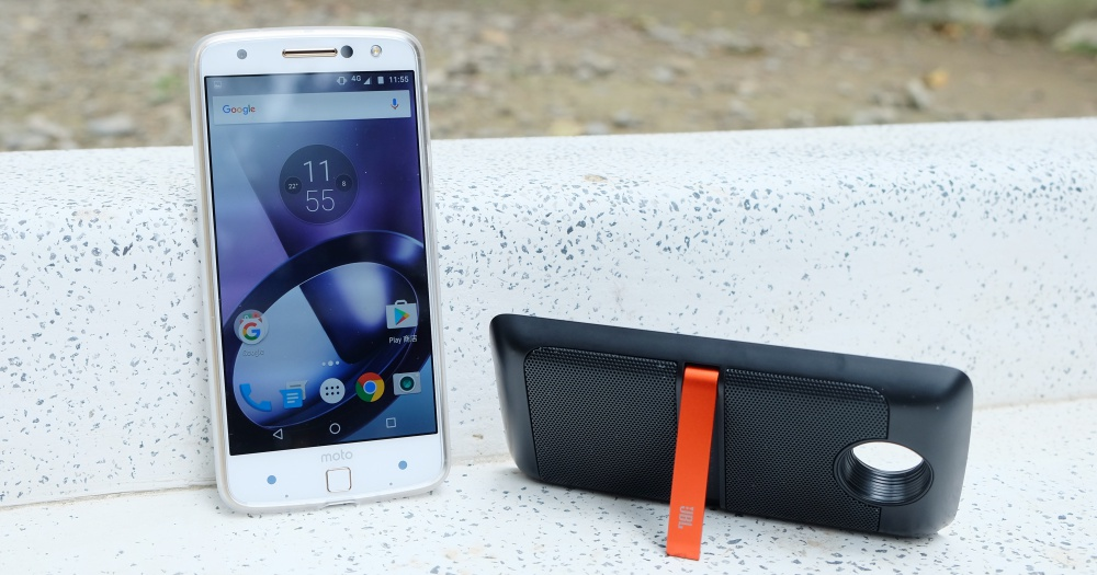 Moto Z + JBL 音響模組動手玩,市面上最方便實用的模組化手機