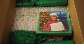 國外網友上網交換禮物結果碰上了蓋茲,收到了一!大!堆!禮!物!