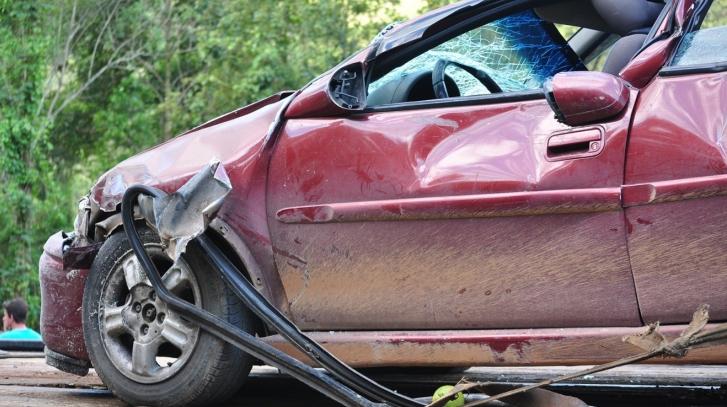 蘋果躺著也中槍!一名男子控告蘋果不顧使用者安全,全因他被一個邊使用 iPhone 邊開車的人撞上