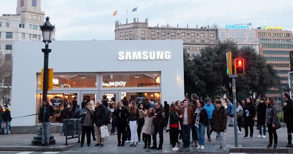 MWC 少了 S8,三星在西班牙加泰隆尼亞廣場蓋了一間 Samsung Pay 體驗店