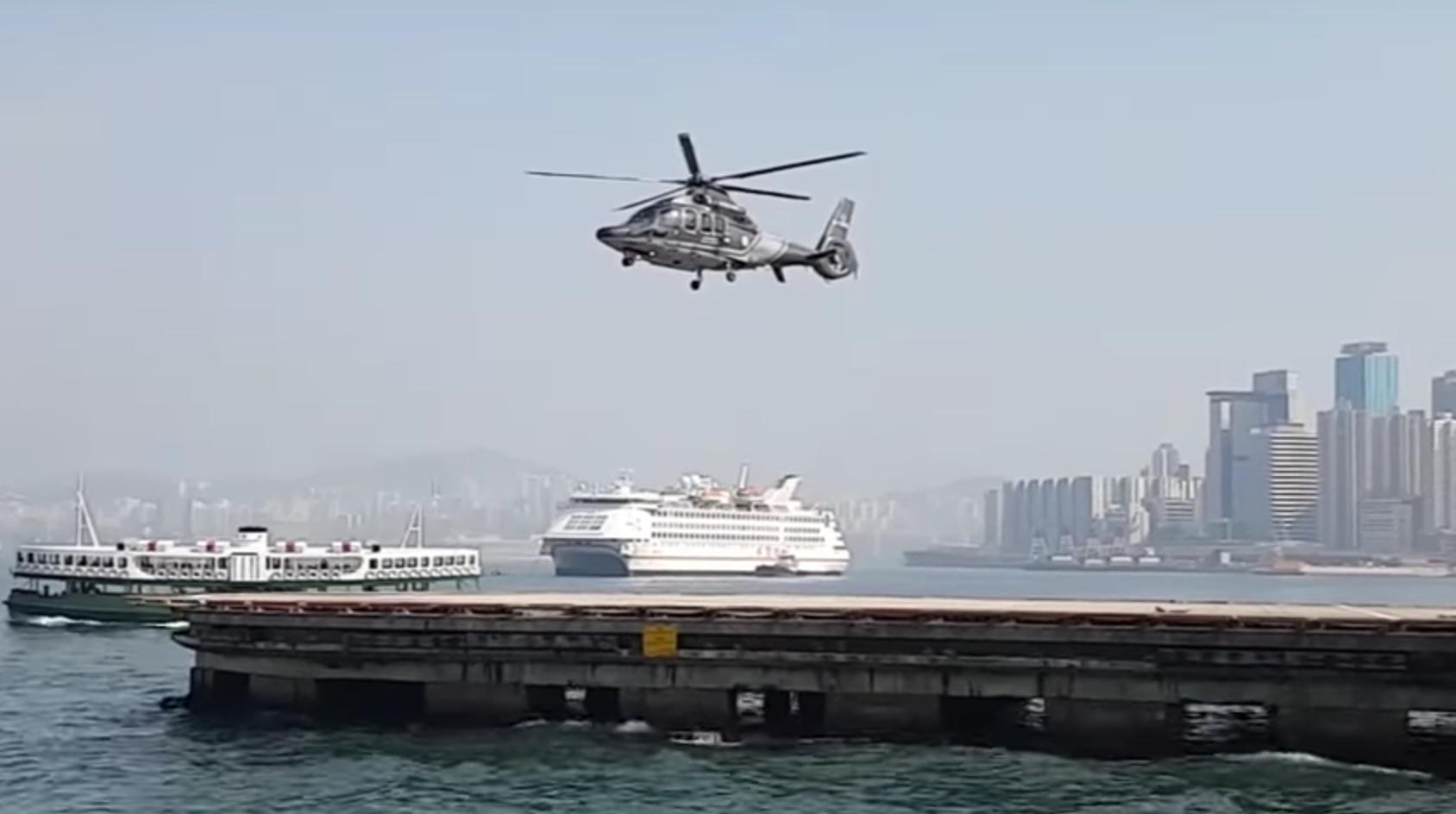 不是魔法也非後製,這個影片中直升機看來螺旋槳沒有轉動卻升空的奇妙原理